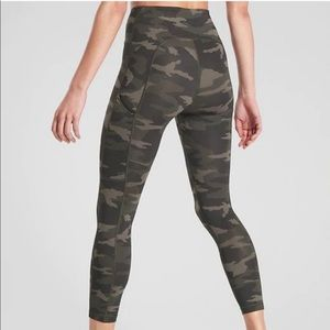 • Athleta • Ultimate Stash Pocket Camo Legging XS